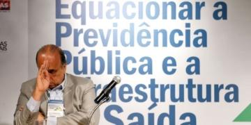 Rio de Janeiro - Governador Luiz Fernando Pezão participa de Fórum Nacional sobre previdência pública, no BNDES, e fala à imprensa sobre crise de segurança no estado (Tânia Rêgo/Agência Brasil)
