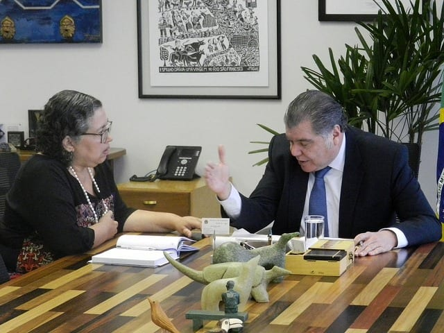 A presidente do Ibama, Suely Araújo, e o ministro do Meio Ambiente, Sarney Filho