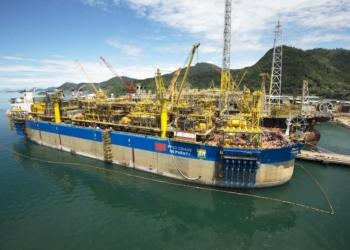 Com a produção de 120 mil barris por dia e 3,8 milhões de m3/dia de gás natural, o FPSO Cidade de Paraty produz no campo de Lula, no pré-sal da Bacia de Santos