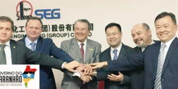 O vice-governador Carlos Brandão (seg. esquerda para direita) em comitiva com representantes da Sinopec na China