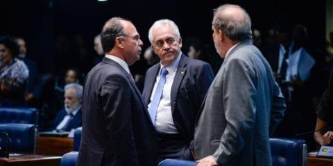 O senador Fernando Coelho Filho (esquerda) apresentou na noite de ontem o relatório - Foto: Jefferson Rudy/Agência Senado