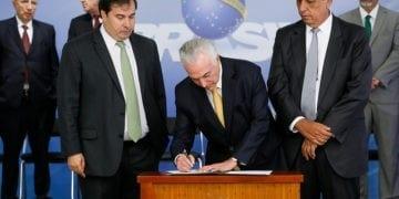 Assinatura de Decreto de Intervenção Federal no estado do Rio de Janeiro, com o objetivo de por termo ao grave comprometimento da ordem pública. Foto: Beto Barata/PR