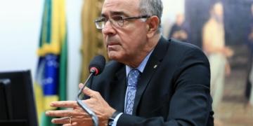 """osé Carlos Aleluia, relator da matéria, cobrou mais participação de integreantes da base nos debates: """"Estamos matando a comissão""""  Foto: Alex Ferreira/Câmara dos Deputados"""