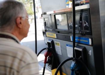 Greve de caminhoneiros causa desabastecimento de combustível em postos de gasolina da cidade de Teresópolis, na região serrana do Rio de Janeiro. Foto: Fernando Frazão/Agência Brasil