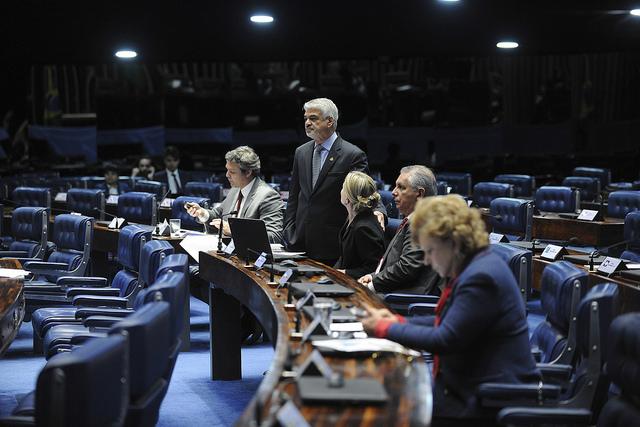 Resultado de imagem para Senadores querem fixar política de preços da Petrobras por lei