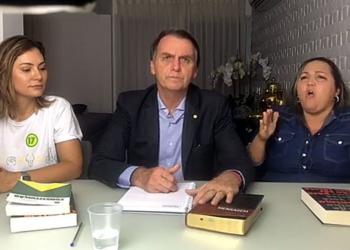 Live feita pelo presidente eleito Jair Bolsonaro após o término da apuração dos votos