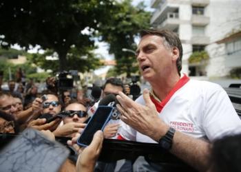 O presidente eleito Jair Bolsonaro (PSL) fala imprensa, após  visitar a Escola de Educação Física do Exército, na Urca.