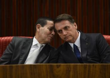 Cerimônia de diplomação do presidente eleito, Jair Bolsonaro, no Tribunal Superior Eleitoral (TSE). À esquerda, o vice, general Hamilton Mourão.