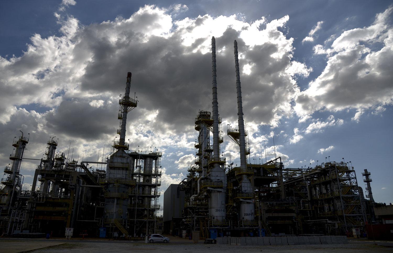 Resultado de imagem para Petrobras  refino no Brasil após desinvestimentos