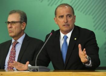 Os ministros de Minas e Energia, almirante Bento Albuquerque, e da Casa Civil, Onyx Lorenzoni, durante coletiva sobre o acidente da barragem da Vale em Brumadinho, Minas Gerais.