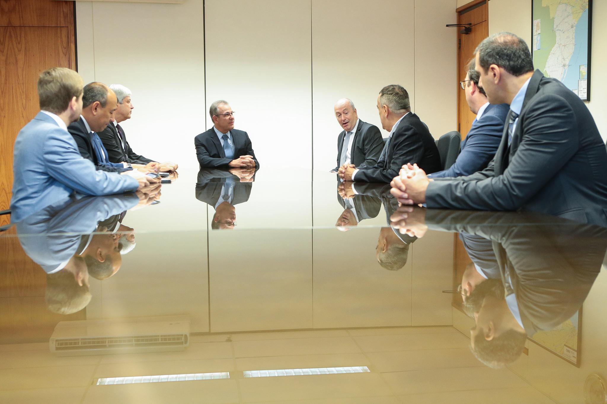 Ministro Bento Albuquerque e o secretário de Petróleo e Gás, Márcio Félix recebem executivos da Shell em Brasília (6 de fevereiro, MME)
