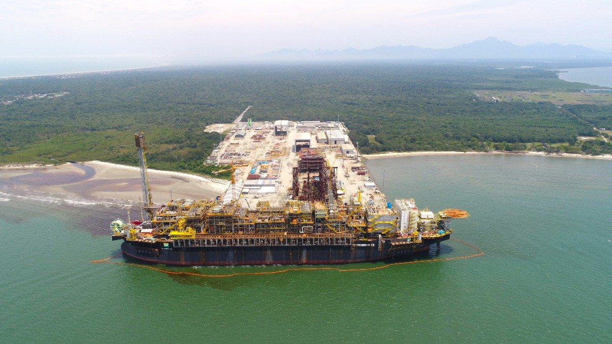 Plataforma P-76, da Petrobras, no Pontal do Paraná (Techint)