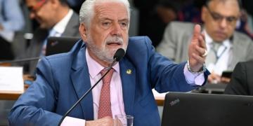 O relator, Jaques Wagner, apresentou substitutivo a projeto de Rose de Freitas. Foto: Edilson Rodrigues/Agência Senado