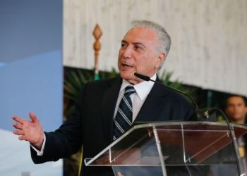 O presidente Michel Temer discursa na cerimônia de assinatura da declaração Presidencial Conjunta Brasil-Paraguai sobre Integração Física, na sede da usina hidrelétrica Itaipu Binacional, em Foz do Iguaçu (PR).