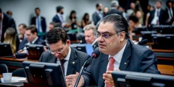 O presidente da Frente Parlamentar Mista pela Energia Limpa e Sustentável, deputado Lafayette de  Andrada / Foto: divulgação PRB na Câmara