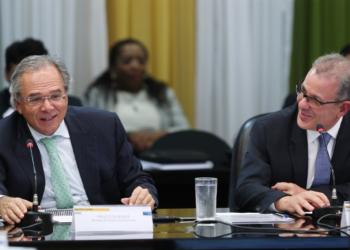 Ministros Paulo Guedes e Bento Albuquerque durante reunião do CNPE, em 24 de junho | foto: Bruno Spada / MME