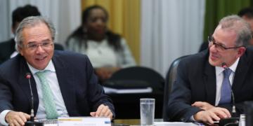 Ministros Paulo Guedes e Bento Albuquerque durante reunião do CNPE, em 24 de junho   foto: Bruno Spada / MME