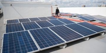 Brasília - Ministério de Minas e Energia (MME) inaugura a primeira usina solar instalada na cobertura de um prédio (sede do MME) do governo federal (José Cruz/Agência Brasil)