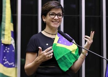 """Aumentos sucessivos de combustíveis """"ameaçam a estabilidade nacional"""", diz deputada Alê Silva / Foto: Agência Câmara"""