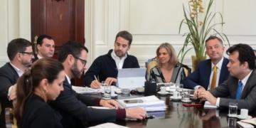 Governador Leite e secretários, no Palácio Piratini, na assinatura de contrato para projeto de privatização da Sulgás - Foto: Felipe Dalla Valle / Palácio Piratini