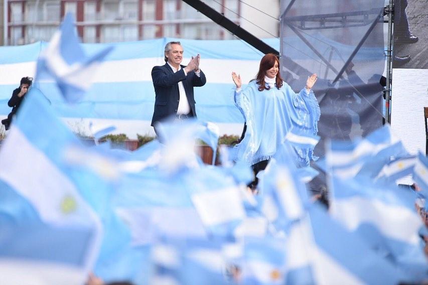 Alberto Fernández e Cristina Kirchner, eleitos presidente e vice-presidente da Argentina, em disputa contra Maurício Macri (foto: Divulgação)