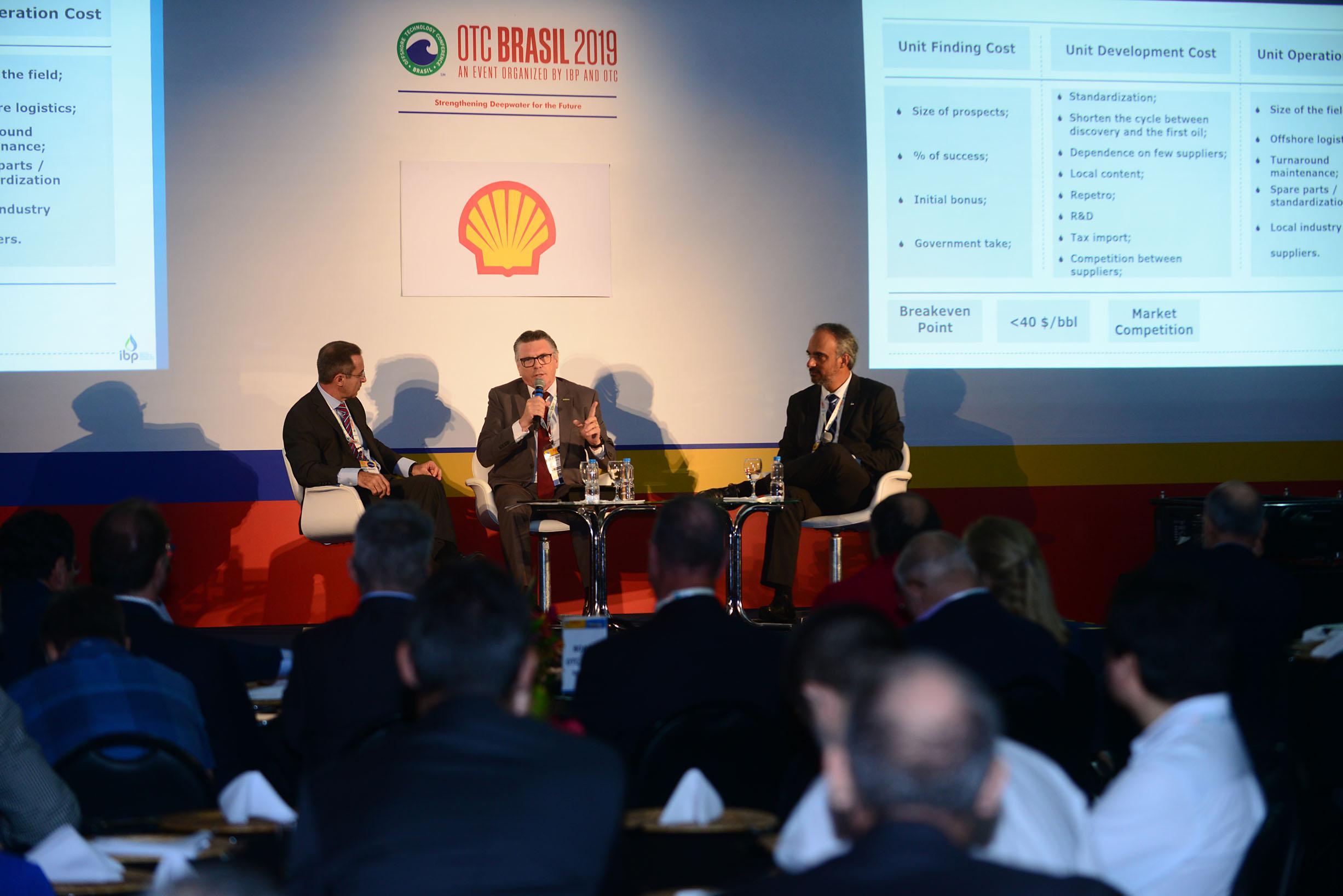Antônio Guimarães (IBP), Claudio Makarovsky (Abespetro) e José Firme (IBP) discutem competitividade em painel da OTC Brasil 2019