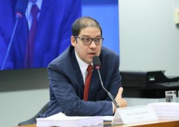 O relator da CPI do BNDES, Altineu Côrtes (PL/RJ), na apresentação do relatório da CPI / Foto: Agência Câmara