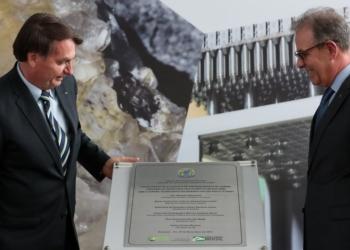 (Resende - RJ, 29/11/2019) Presidente da República, Jair Bolsonaro descerra placa alusiva a inauguração da 8ª Cascata de Ultracentrífugas da Usina de Enriquecimento Isotópico de Urânio. Foto: Marcos Corrêa/PR