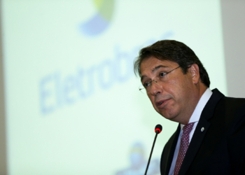 27/07/2016- Brasília - O ministro de Minas e Energia, Fernando Coelho (E), dá posse ao novo presidente da Eletrobras, Wilson Ferreira Júnior (Marcelo Camargo/Agência Brasil)