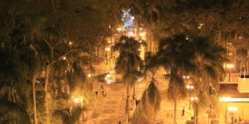 A cidade de Curitiba de noite