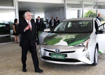 O presidente Michel Temer participa do lançamento da tecnologia para produção do primeiro veículo híbrido flex do mundo no Brasil, em cerimônia no Palácio do Planalto.