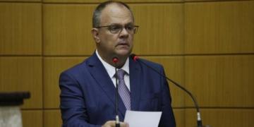 O governador de Sergipe, Belivaldo Chagas, assina  projeto de lei para privatização da Sergás. Foto: Governo de Sergipe