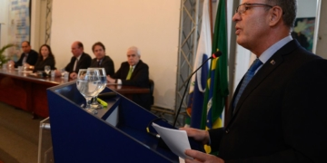 O  ministro de Minas e Energia, Bento Albuquerque, durante assinatura de contrato entre o Serviço Geológico do Brasil (CPRM), a Petrobras e a ANP / Foto: Tânia Rêgo/Agência Brasil