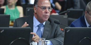 O senador Fernando Bezerra Coelho (MDB-PE). À direita, vice-presidente do senado, senador Antonio Anastasia (PSDB-MG). Foto: Geraldo Magela/Agência Senado