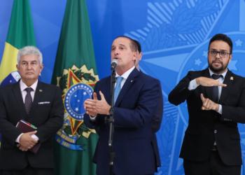 Ministros da Ciência e Tecnologia, Marcos Pontes, e da Cidadania, Onyx Lorenzoni, participam de anúncio de medidas adicionais do governo nesta segunda (23). Foto por Isac Nóbrega/PR