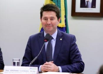 Jerônimo Goergen (PP/RS) durante sessão da comissão de Agricultura da Câmara –deputado quer estabelecer coronograma para o B20 até 2028