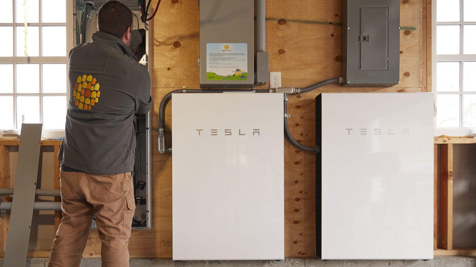 Sistema residencial de baterias Tesla (EUA, Suncommon)